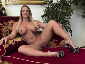 Kety Pearl gets oiled while masturbating