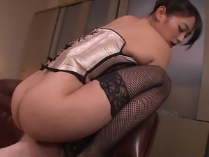 av idol sits on her man's face